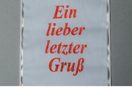 Kranzschleife mit roter Schriftfarbe