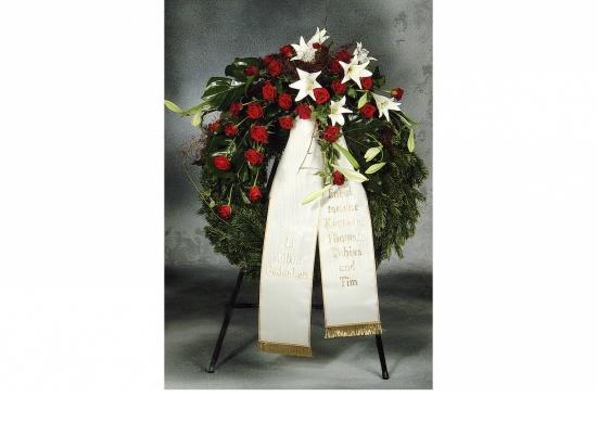 Kranz mit  roten Rosen u. weißen Lilien