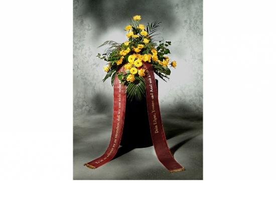 Gebinde mit gelben Rosen u. gelben Gerbera