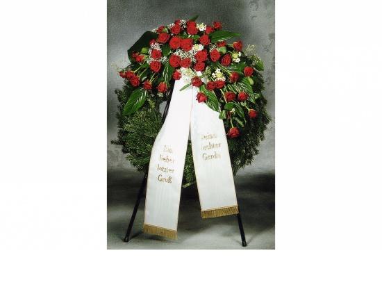 Kranz mit roten Rosen u. Schleierkraut