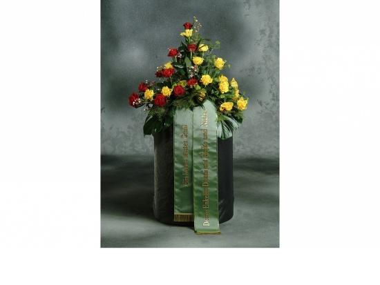 Gebinde mit  roten u. gelben Rosen