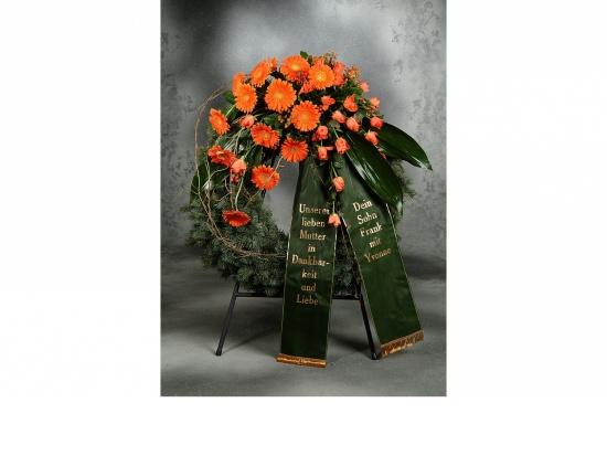 Kranz mit orange Gerbera u. orange Rosen